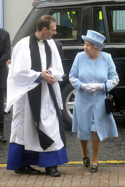 The Dean greets HM the Queen