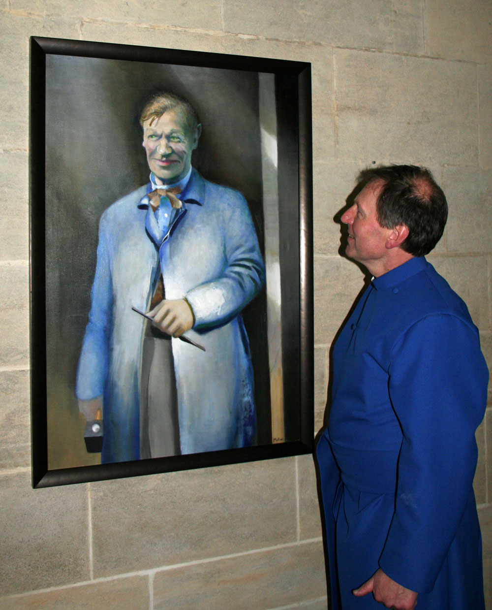 Dean John Mann admires the portrait of Morris Harding